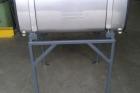 serbatoio in acciaio inox con sostegni per sorreggere